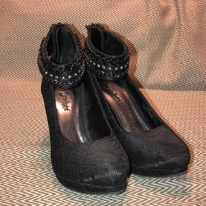 Black lace heels with jewels